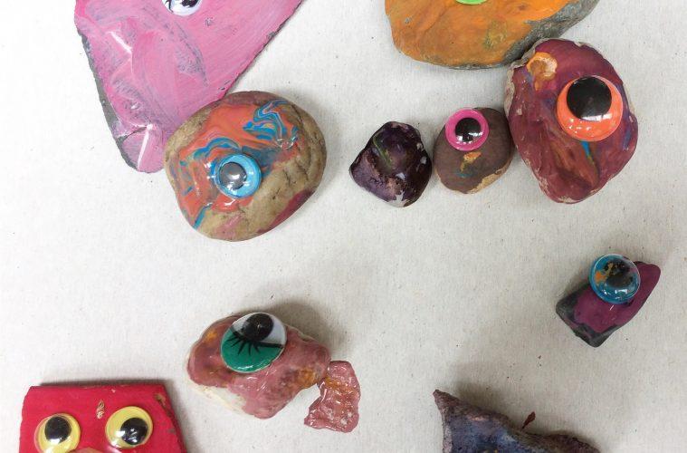 Vakantiekunst geschilderde stenen met wiebeloogjes