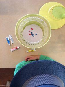Spin art verf in slacentrifuge