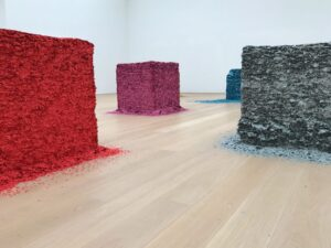 Lara_Favaretto_Birdman_Museum_Voorlinden_kunst_confetti