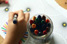 Krijtjes en een kleurboek