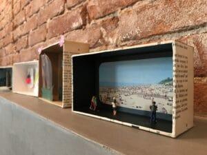 Diorama van iPhone doosje