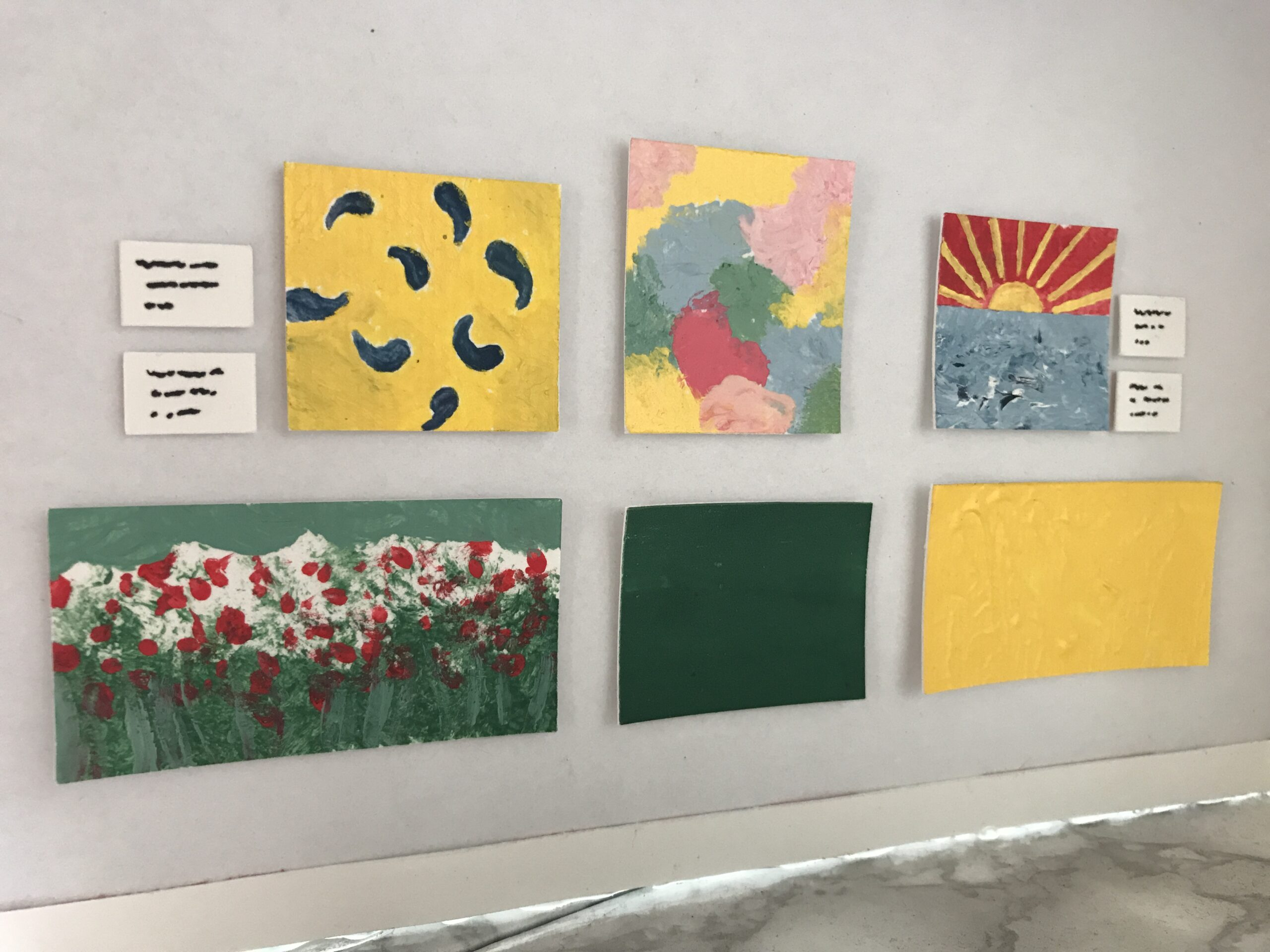 Minimuseum kunstwerken en naambordjes DIY