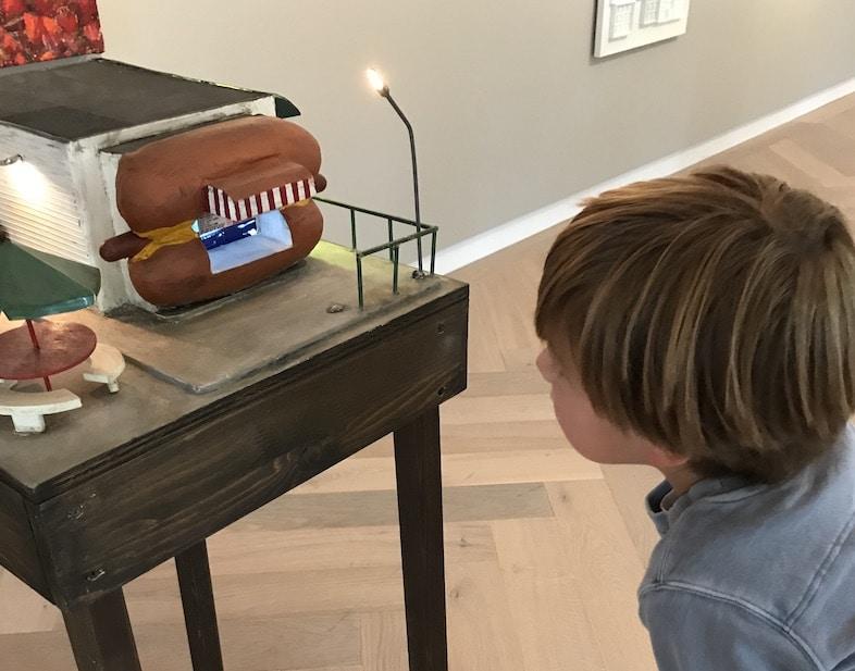 Hotdog stand kunstwerk museum LAM Lisse museumkids